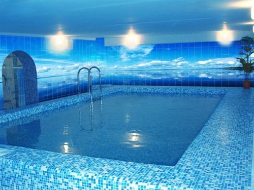 Преимущества выбора полимерных бассейнов для дач