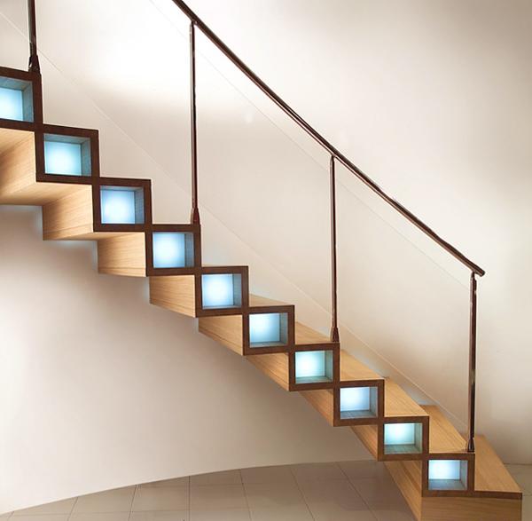 выборе материала и вида лестницы